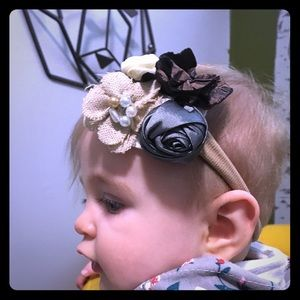 Other - CHIC FLOWERS HEADBAND